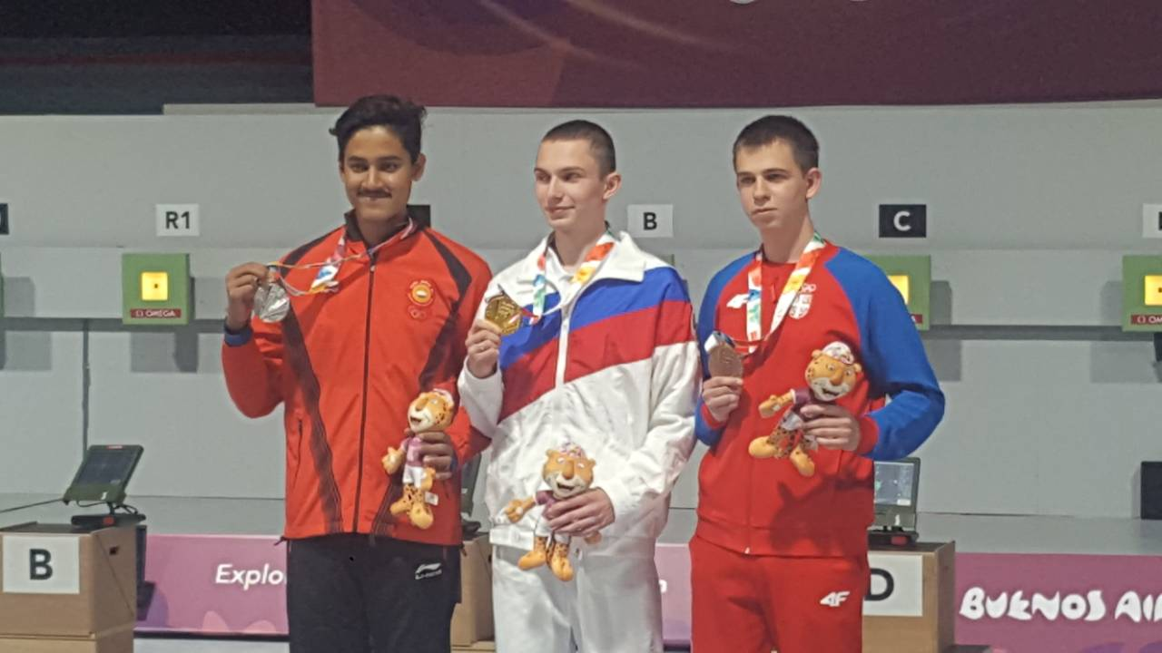 Aleksa Mitrović na postolju Foto: Olimpijski komitet Srbije